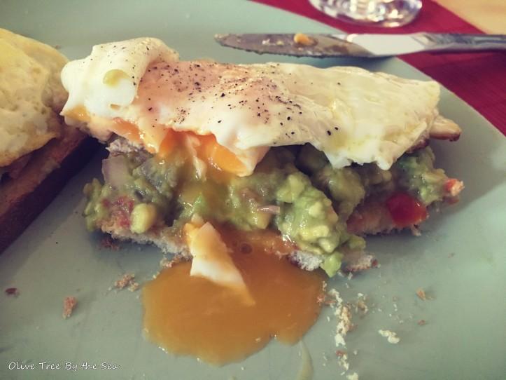 Guacamole egg toast2